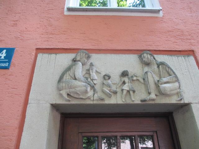 wandschmuck-in-der-barbarossastrasse