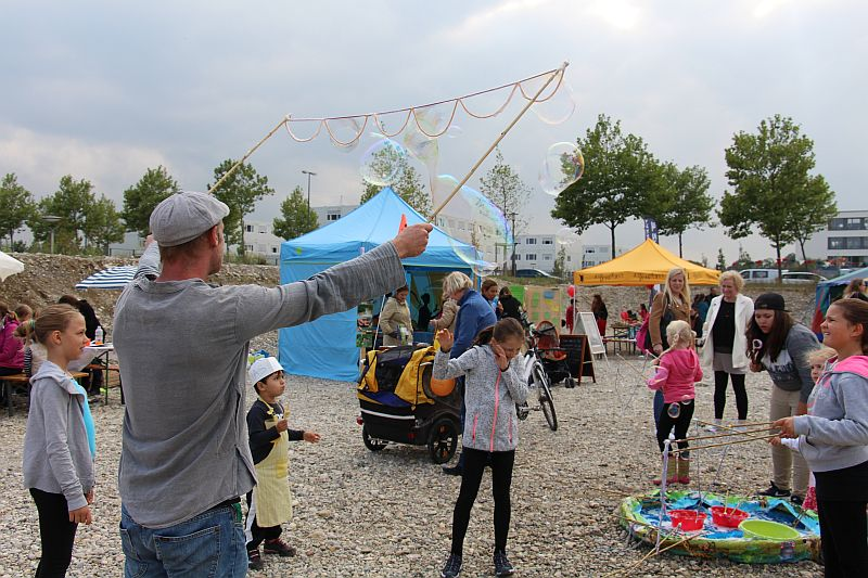 Weltkindertag2016_JugendtreffNeuaubing_Seifenblasen
