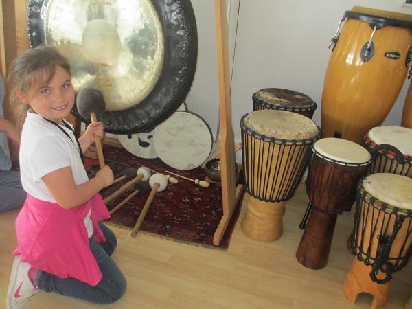 Emily am großen Gong