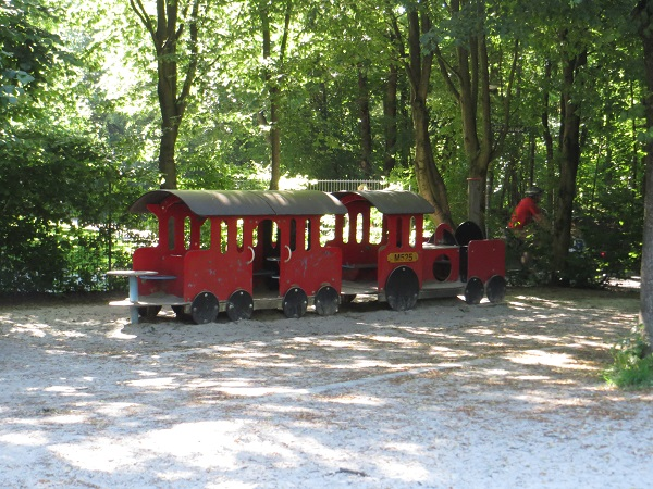 Lokomotive bei den Riesenrutschen