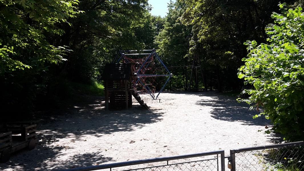 Spielplatz bei den Riesenrutschen