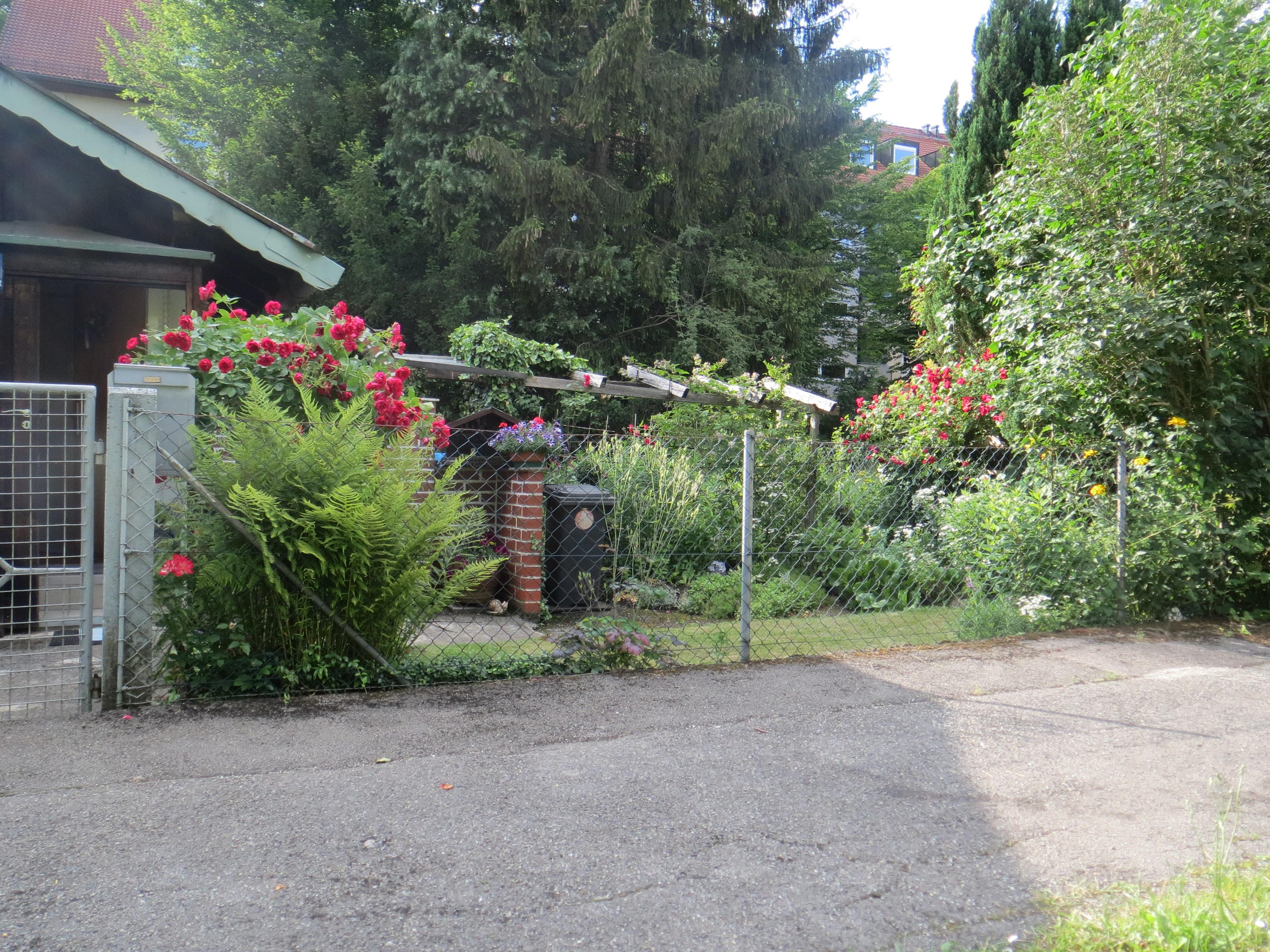 Hexenhaus_Garten.JPG