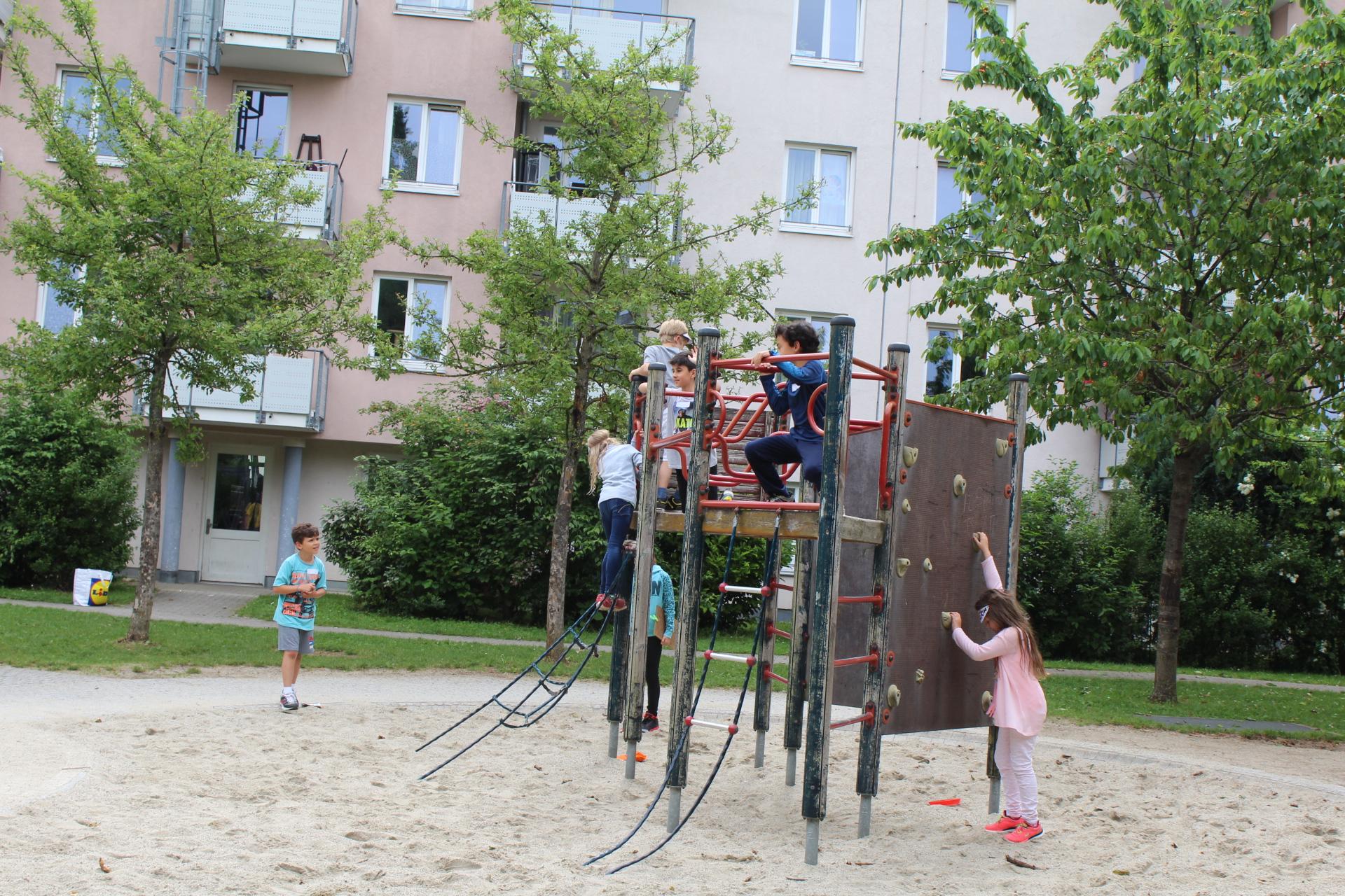 GS_Rotbuchenschule_SpielplatzSoyerhofstraße_11.06.15_LK.JPG