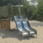 Doppel-Rutsche am Spielplatz
