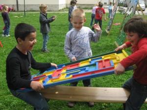 Spielepark_Murmellabyrinth_Jungen_ZEITUNG_2011